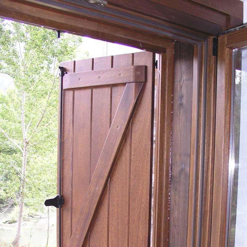 Carpinter a exterior de madera koto ingenieros for Carpinteria de puertas de madera