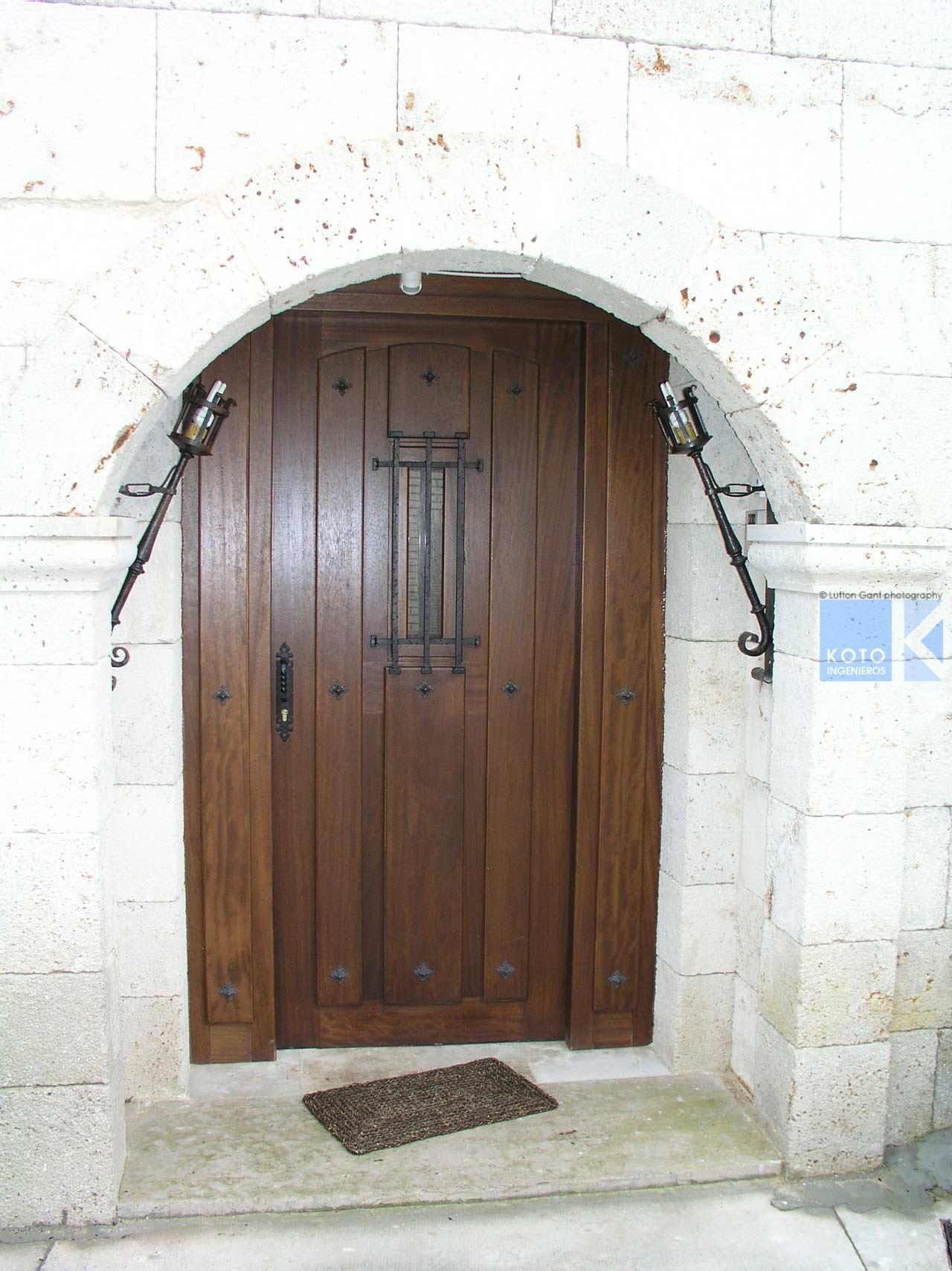 Casa de este alojamiento ventanas de madera laminada lanik - Estructuras de madera laminada ...