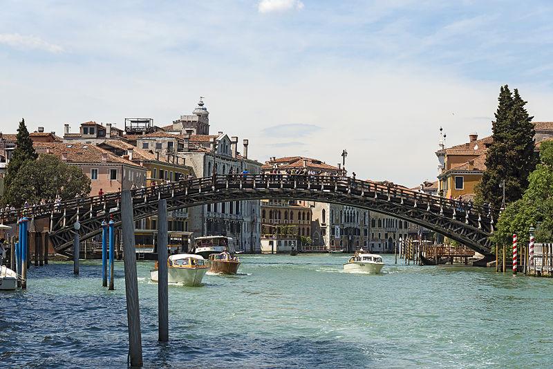 Accademia_bridge_in_Venice_(South_East_exposure)